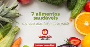 No entorno da imagem estão diferentes hortifrutis, como brócolis, milho, mação, laranja, repolho, cenoura e morango. Ao centro, sob um fundo branco, está escrito o título do artigo.